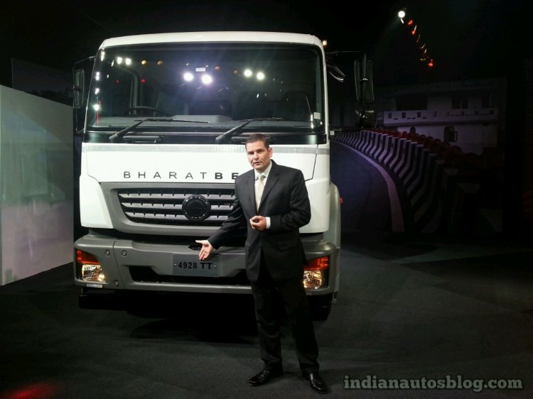 BharatBenz 4928 tractor trailer front