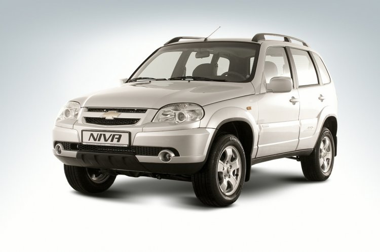Chevrolet Niva front three quarters press image