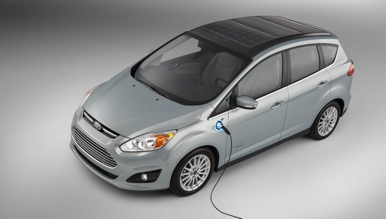 Ford C-MAX Solar Energi concept plugged in