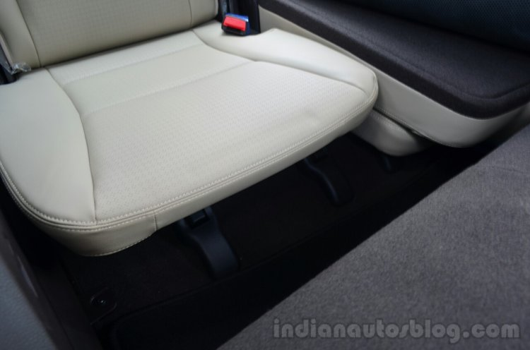 2013 Hyundai Santa Fe Review 3rd row legroom
