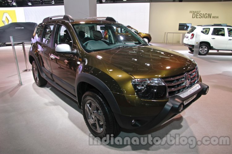Renault Duster Adventure Edition front three quarters at Auto Expo 2014