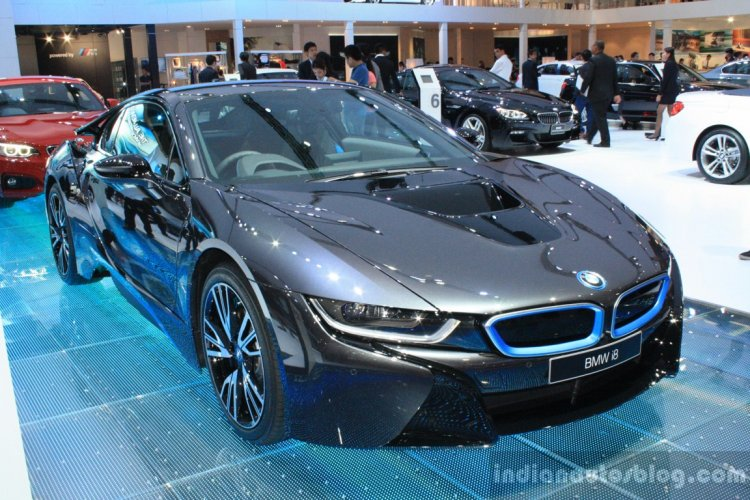 BMW i8 at 2014 Bangkok Motor Show front quarter