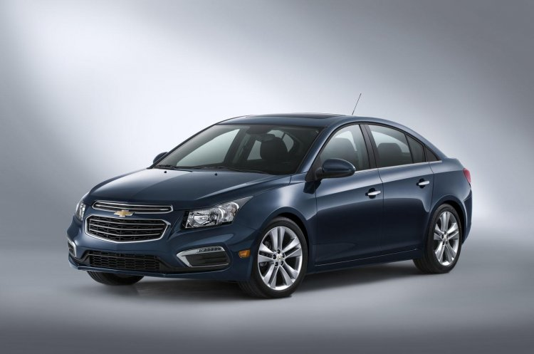 2015 Chevrolet Cruze facelift front three quarters right press shot