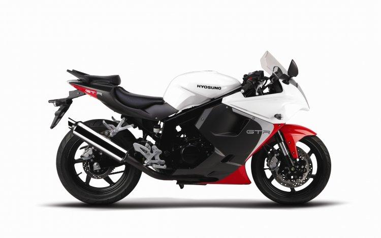 New Hyosung GT250R White press shot
