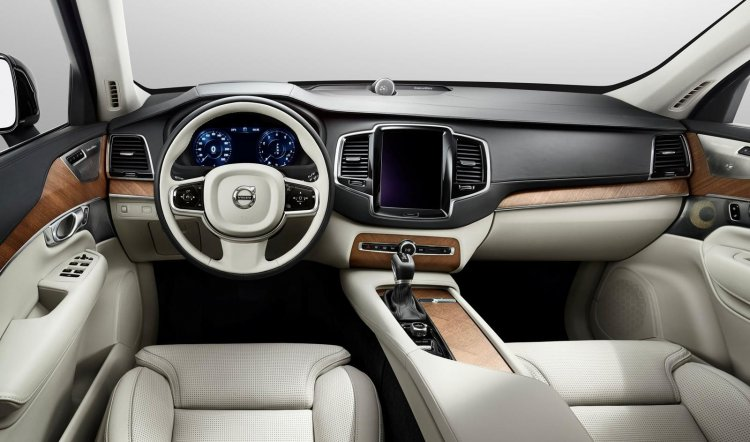2015 Volvo XC90 dashboard view press image
