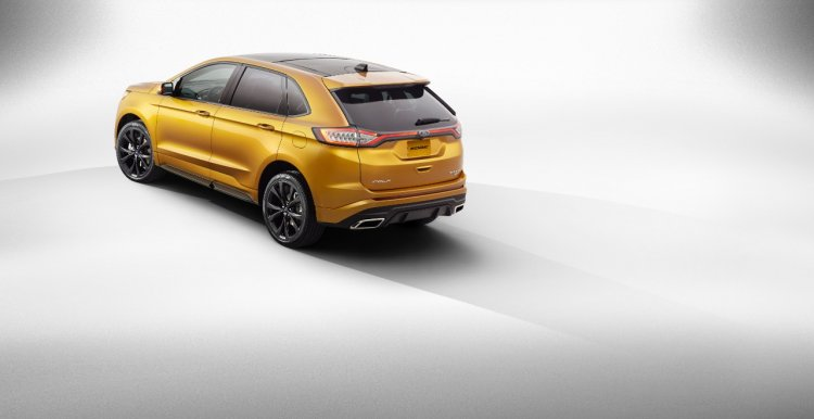 2015 Ford Edge Sport official image rear three quarters