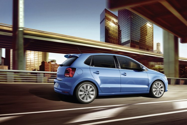 VW Polo facelift accessories - roof spoiler
