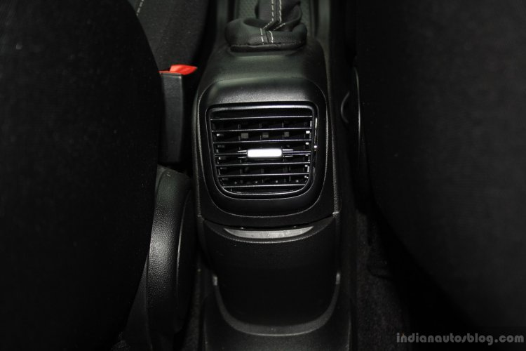 Fiat Punto Evo Sport 90 HP diesel review rear AC vent