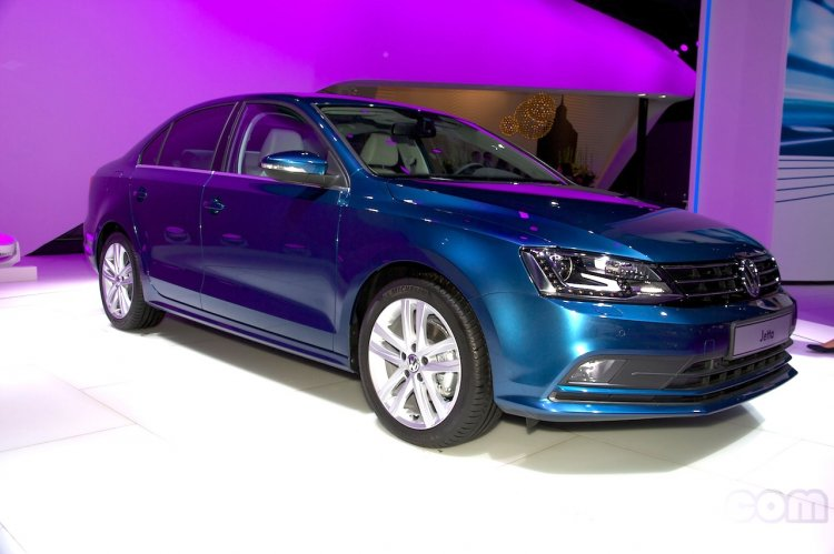 2015 VW Jetta facelift at the 2014 Moscow Motor front quarters