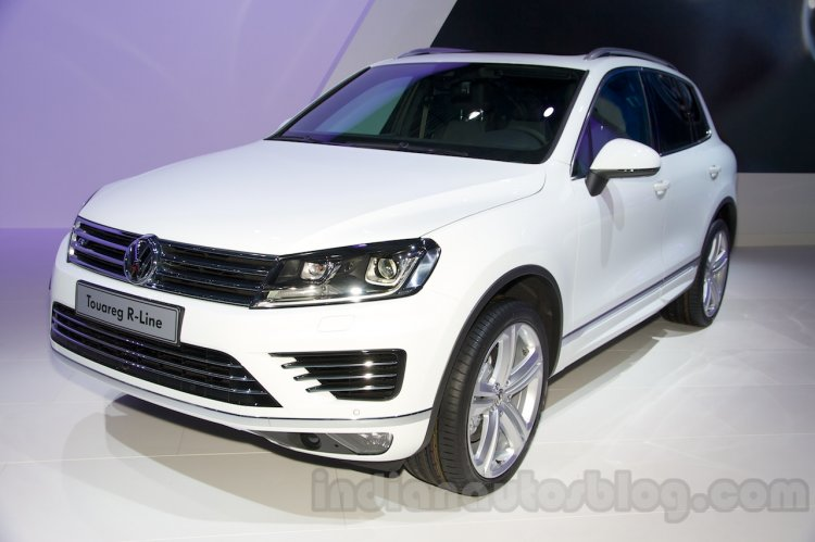 2015 VW Touareg facelift at the 2014 Moscow Motor Show front quarter