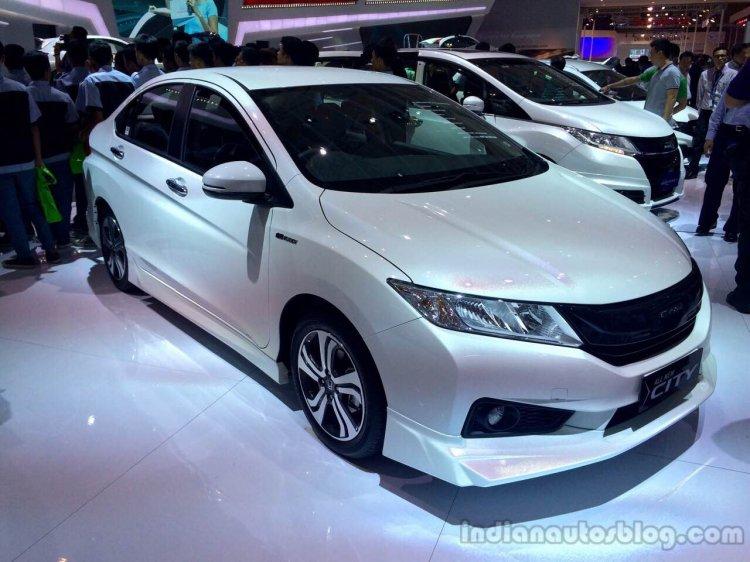 2014 Honda City MUGEN at the 2014 Indonesia International Motor Show front quarters