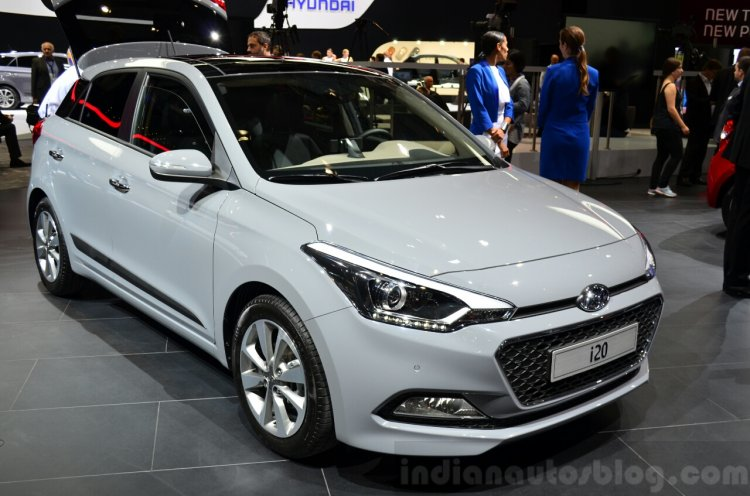 2015 Hyundai i20 front three quarter view at the 2014 Paris Motor Show