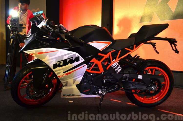 KTM RC390 profile at the Indian launch