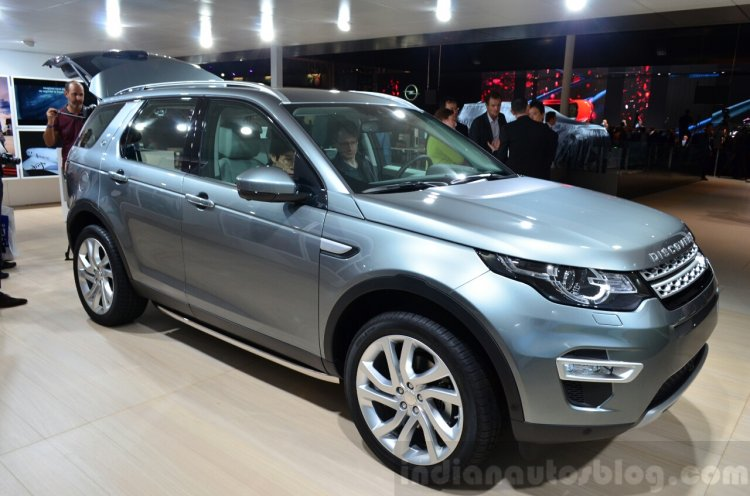Land Rover Discovery Sport front three quarters at the 2014 Paris Motor Show