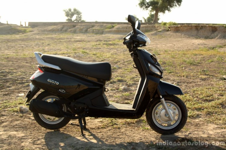 Mahindra Gusto review right side