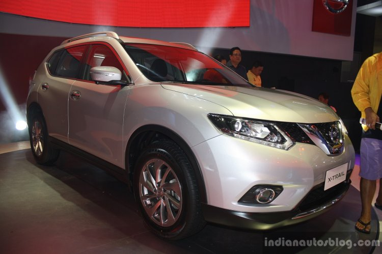 New Nissan X-Trail front right three quarter at CAMPI 2014