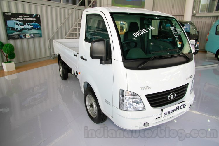 Tata Super Ace at the 2014 Indonesia International Motor Show front quarter