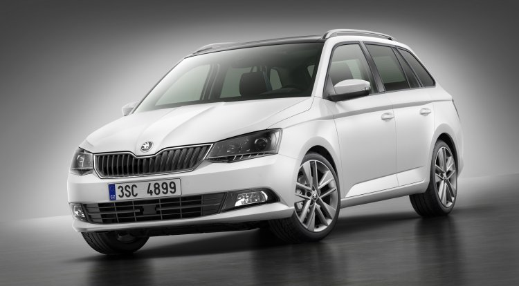 2015 Skoda Fabia Combi press image front three quarter