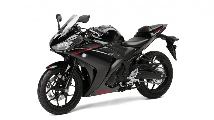 2015 Yamaha YZF-R3 Midnight Black front quarters
