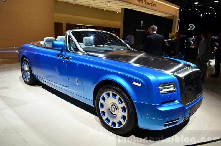 Rolls-Royce Phantom Drophead Coupe Waterspeed Collection front three quarters