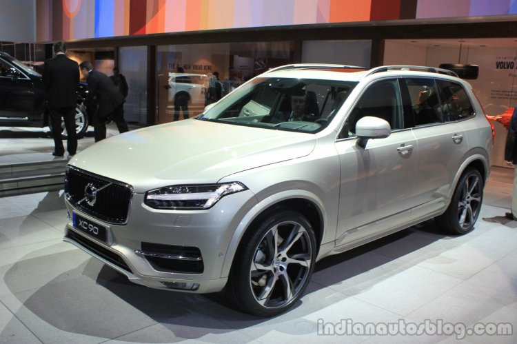 Volvo XC90 T6 front three quarters right at the 2014 LA Auto Show