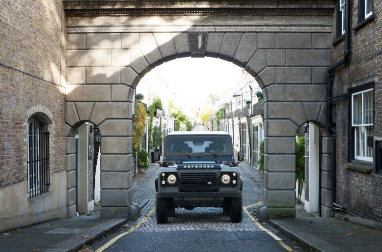 2015 Land Rover Defender Autobiography Edition