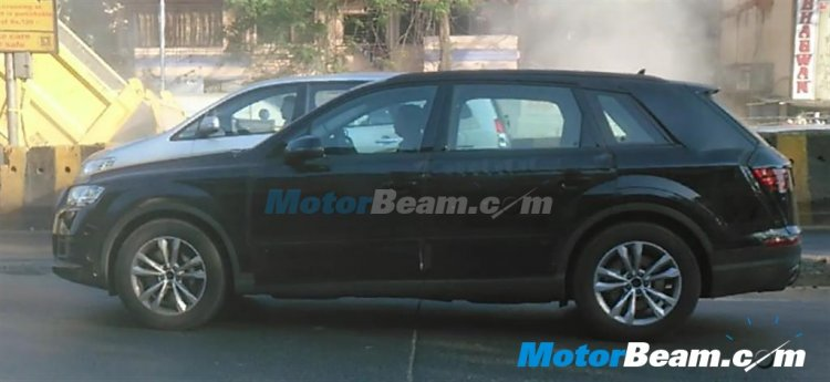 2016 Audi Q7 spied side India