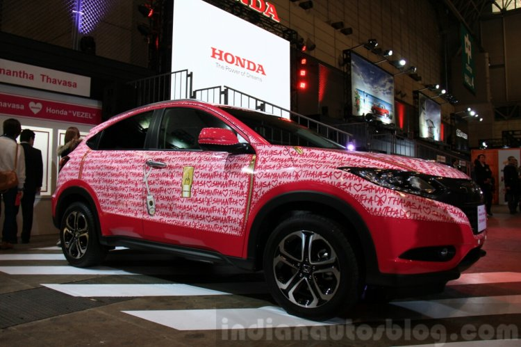 Honda Vezel Samantha Thavasa Edition front quarter at the 2015 Tokyo Auto Salon