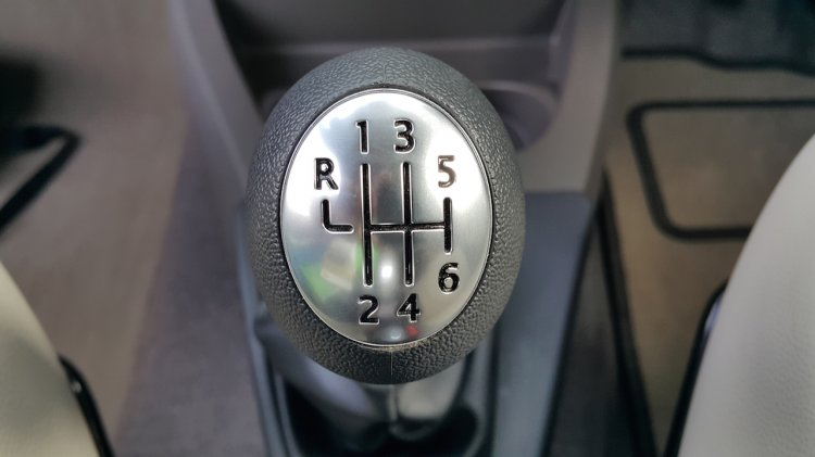 2015 Renault Lodgy Press Drive gear knob