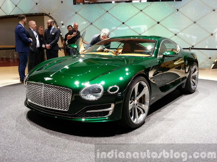 Bentley EXP 10 Concept front three quarter view at 2015 Geneva Motor Show