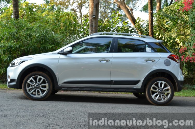 Hyundai i20 Active Diesel side Review