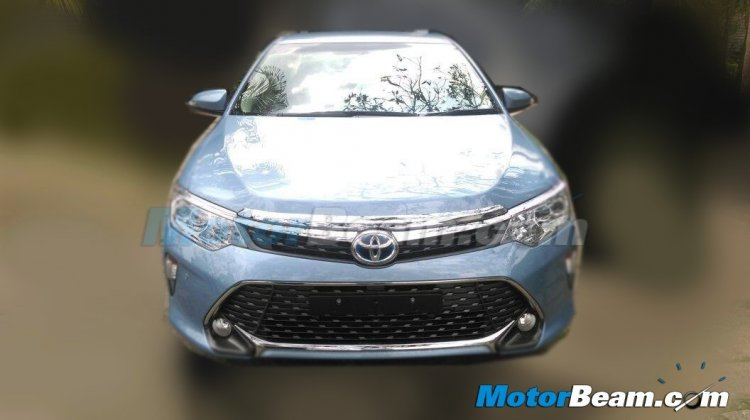 2015 Toyota Camry facelift front India spied