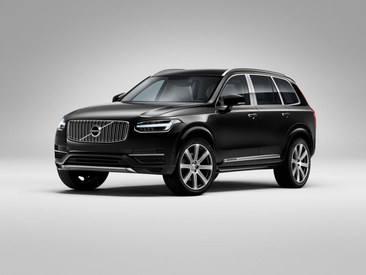 Volvo XC90 Excellence front quarter press shots