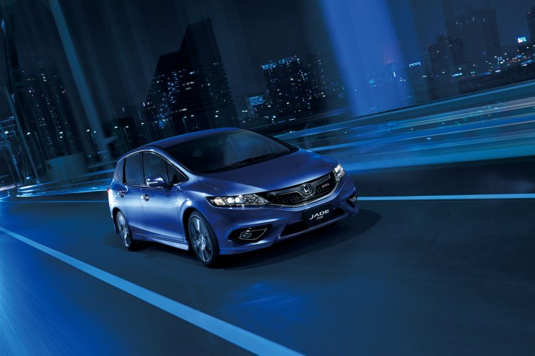 2016 Honda Jade RS front quarter press image