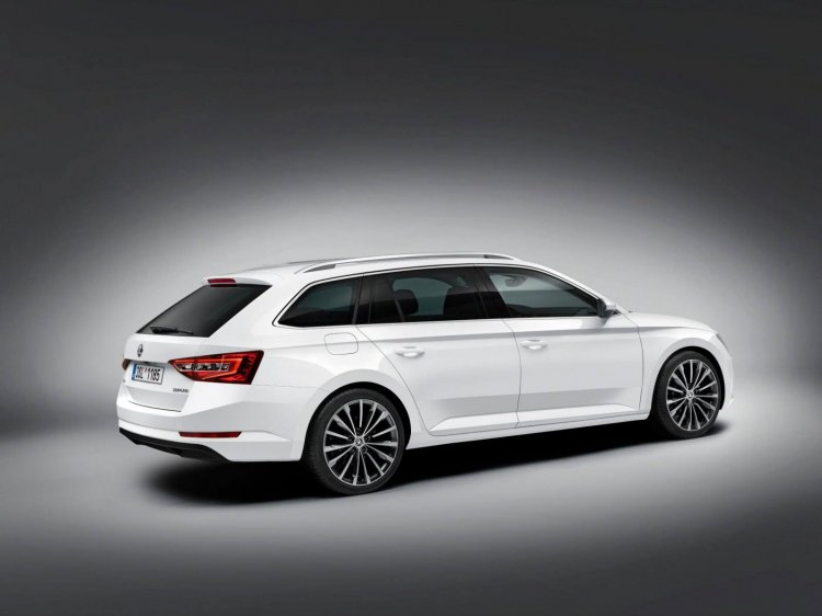 2016 Skoda Superb Combi rear quarter press shots