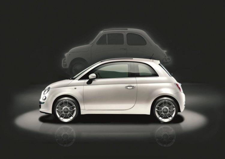 2014 Fiat 500 with 1957 Fiat 500 side view
