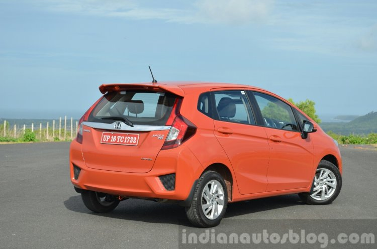 2015 Honda Jazz Diesel VX MT rear quarters Review