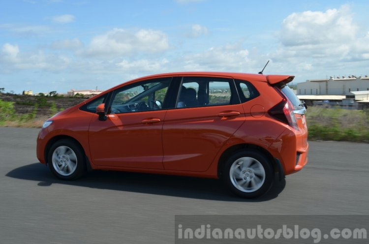 2015 Honda Jazz Diesel VX MT tracking side Review