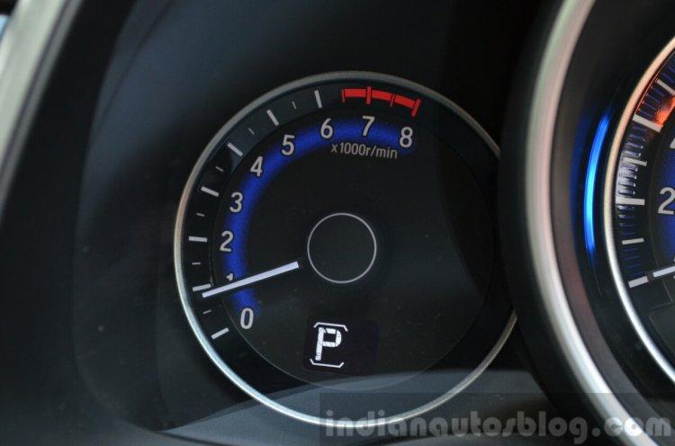 2015 Honda Jazz Petrol V CVT tachometer Review