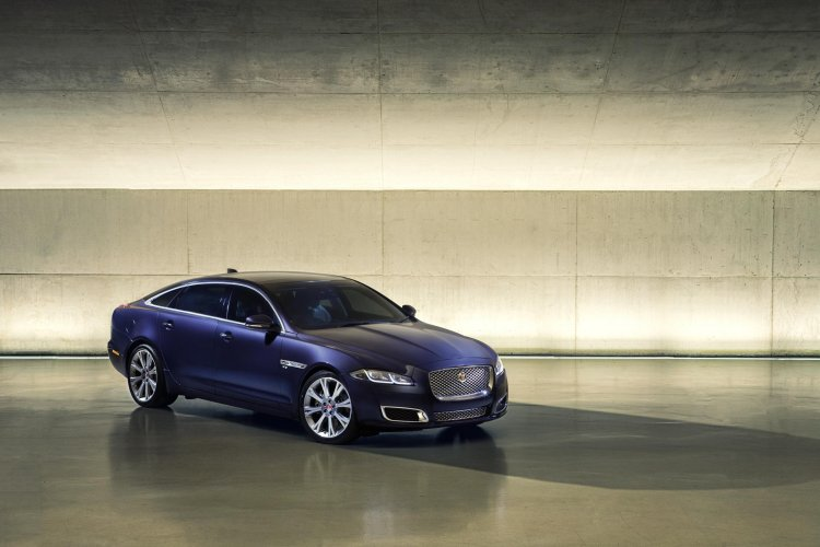 2016 Jaguar XJ front three quarter officially unveiled