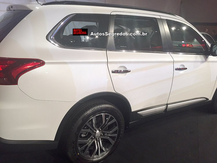 2016 Mitsubishi Outlander rear quarter available in diesel variant