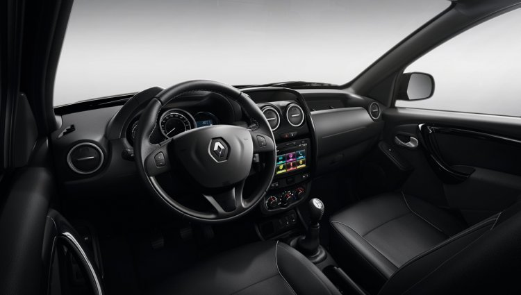 2016 Renault Duster Oroch dashboard unveiled press image