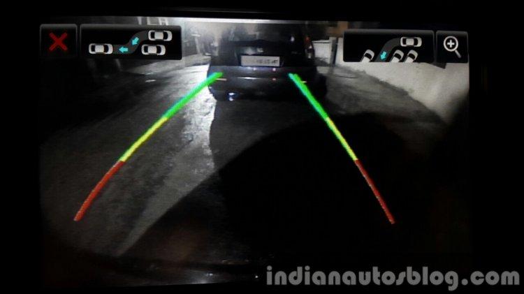 2015 Mahindra XUV500 (facelift) rear view camera review