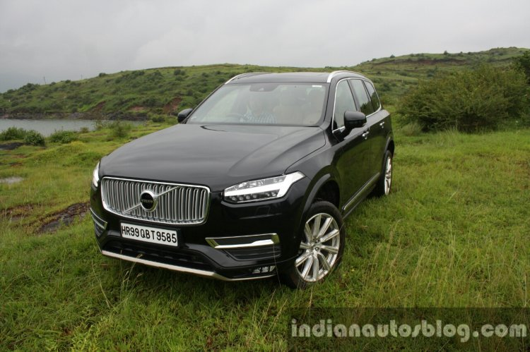 2015 Volvo XC90 D5 Inscription front quarter high full review