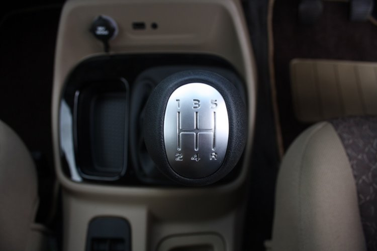 Mahindra TUV300 gear lever first drive review
