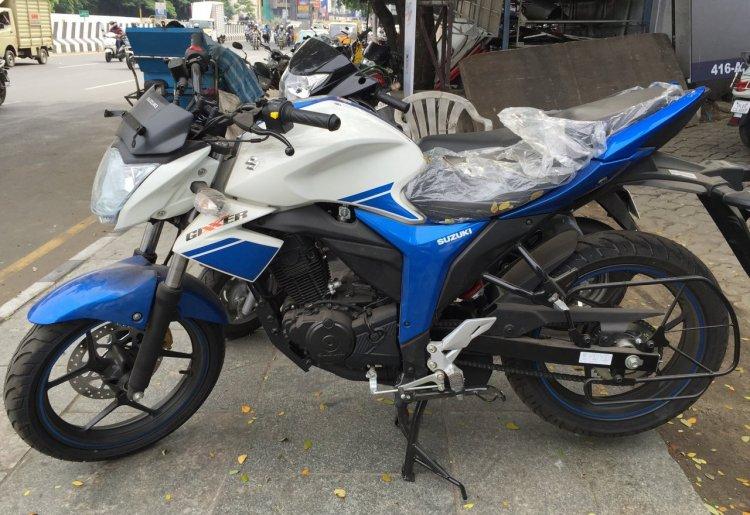 Suzuki Gixxer Metallic Triton Blue with Pearl Mirage White (BAQ) side