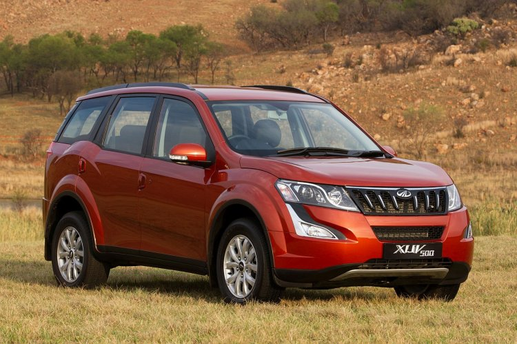 2015 Mahindra XUV500 front three quarter launched in South Africa