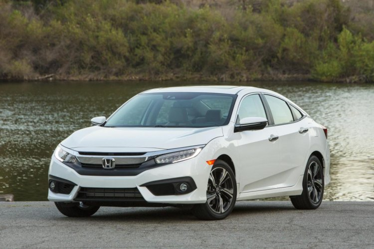 2016 Honda CIvic white front quarter