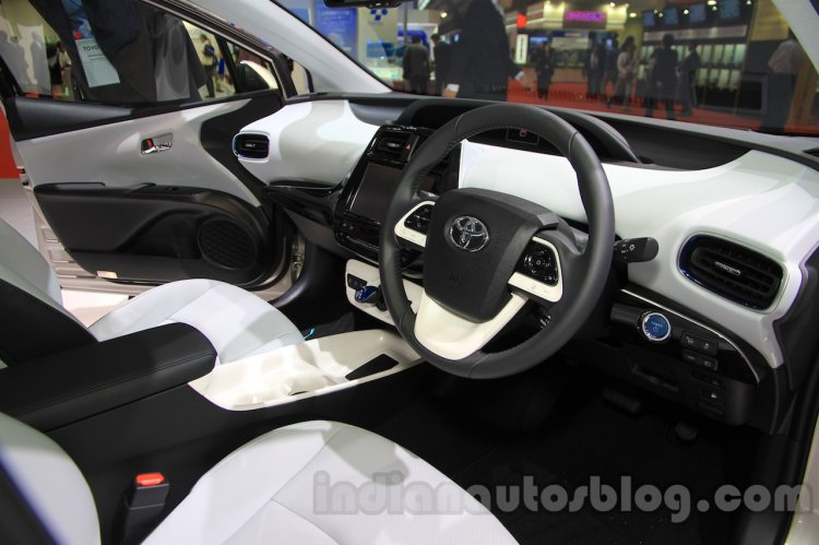 2016 Toyota Prius dashboard at the 2015 Tokyo Motor Show