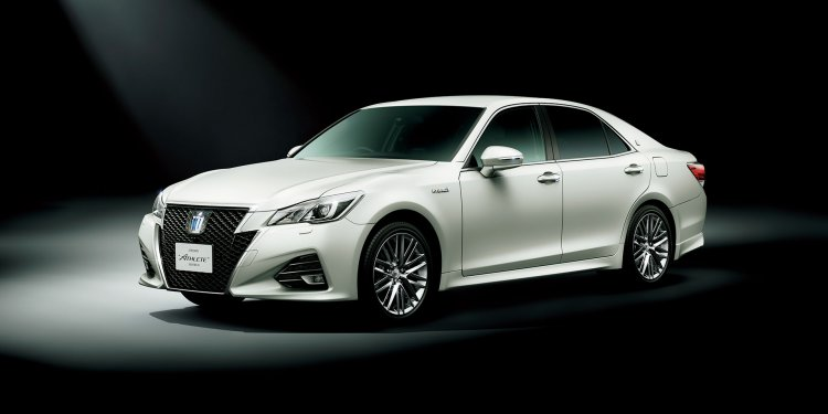 Toyota Crown Athlete front three quarter official
